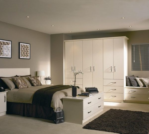white gloss fitted bedroom